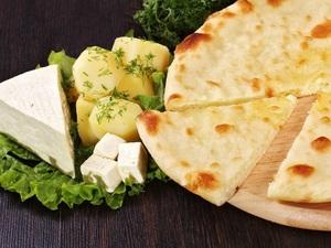 Пирог с картофелем и сыром (Картофджын)