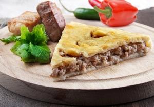 Пирог с мясом, сыром и болгарским перцем