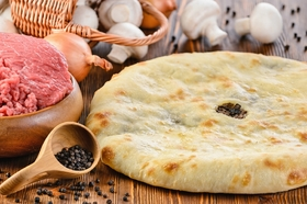 Пирог с мясоми и грибами